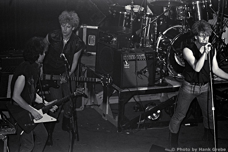 U2 in early 1982  Headliners  U2 1982